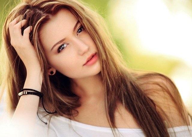 beauty benefits floating girl
